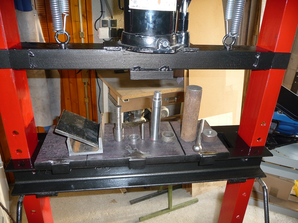 fabrication presse hydraulique maison Il ne reste plus quu0027à récupérer des cylindres et outils de différentes  tailles à utiliser avec la presse.